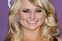 Miranda-lambert-makeup-idea-for-close-set-eyes-side